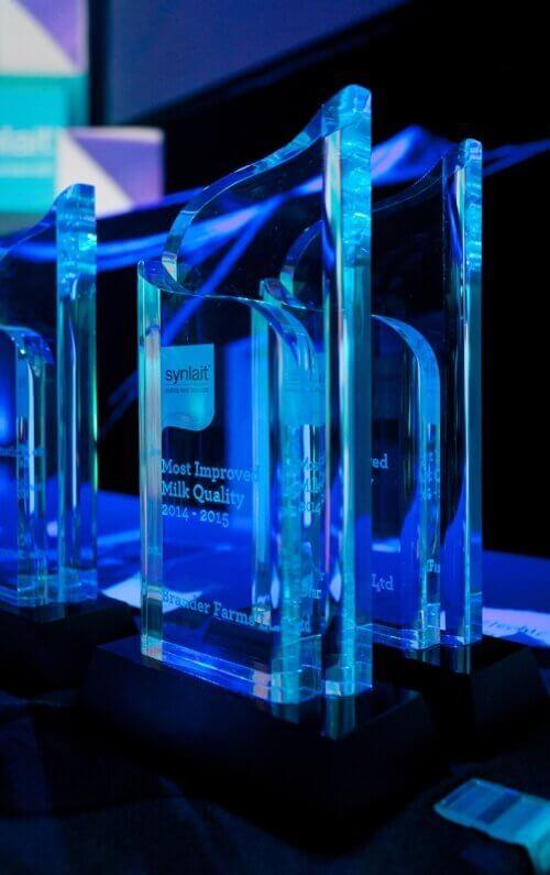 Double swirl trophy